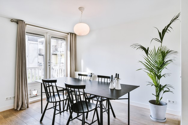 spacious-minimalist-style-dining-room-with-table-and-chairs-in-modern-apartment-with-white-walls-and-wooden-floor_305343-113